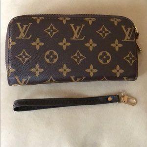 Gorgeous double zippy wallet/wristlet